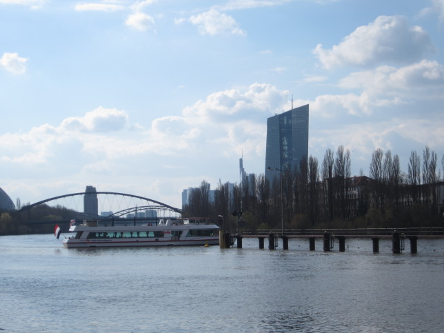Frankfurt: Blick auf den EZB-Turm (Bild: Klaus Dapp)