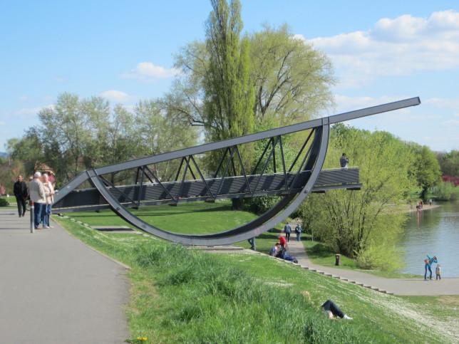 Brückenskulptur in Ladenburg am Neckar (Bild: Klaus Dapp)
