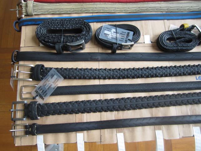 Gürtel aus Fahrradmänteln und Schläuchen am Stand von velo-re (Bild: Klaus Dapp)