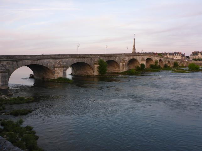 Brücke über die Loire in Blois (Bild: Klaus Dapp)