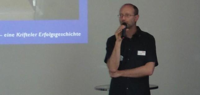 Paul Hollants (das H in HP-Velotechnik) bei der Führung (Bild: Klaus Dapp)