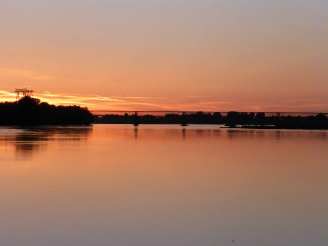 Brücke nach Varennes-sur-Loire am Abend (Bild: Klaus Dapp)
