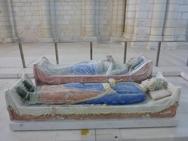 Grab von Richard Löwenherz und Isabella von Angoulême in der Abtei von Fontevraud (Bild: Klaus Dapp)