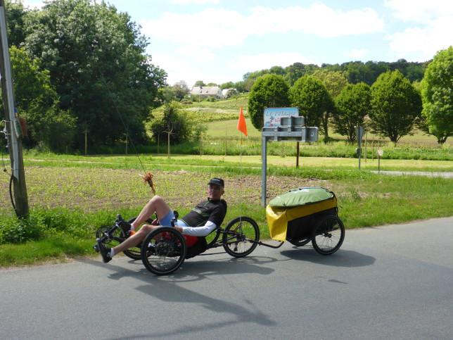 Begegnung mit dem Fahrer eines ICE Trike mit Lastenanhänger (Bild: Klaus Dapp)