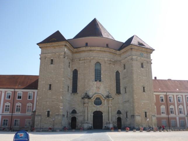 Portal der Kirche des ehemaligen Klosters Wiblingen (Bild: Klaus Dapp)