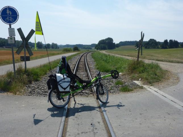 Grasshopper auf einem Bahnübergang der Öchsle-Schmalspurbahn (Bild: Klaus Dapp)