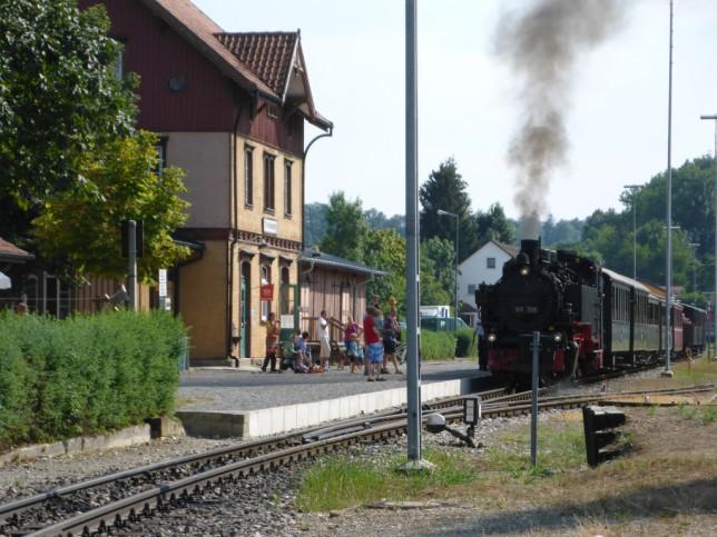 Öchlse bei der Abfahrt im Bahnhof Ochsenhausen (Bild: Klaus Dapp)
