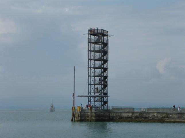 Aussichtsturm am Hafen in Friedrichshafen (Bild: Klaus Dapp)