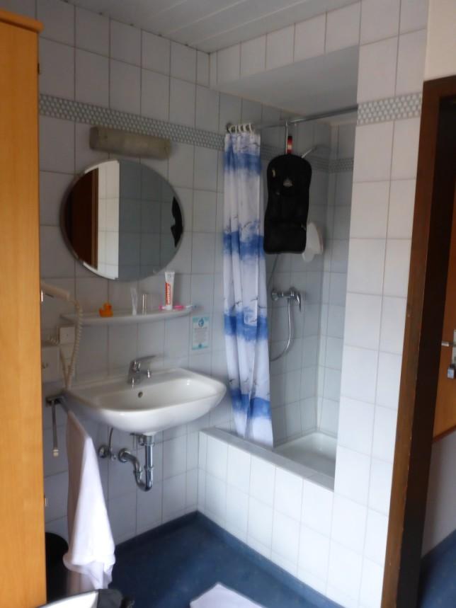 Dusche im Zimmer im Gasthaus Schiff (Bild: Klaus Dapp)