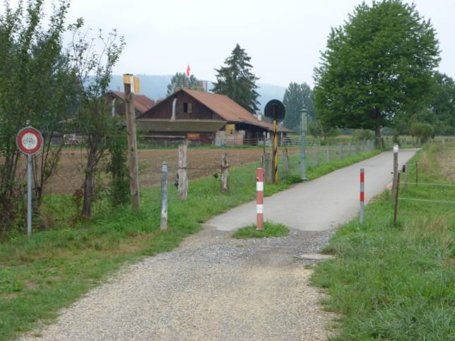 Erster Grenzübertritt in die Schweiz am Morgen (Bild: Klaus Dapp)