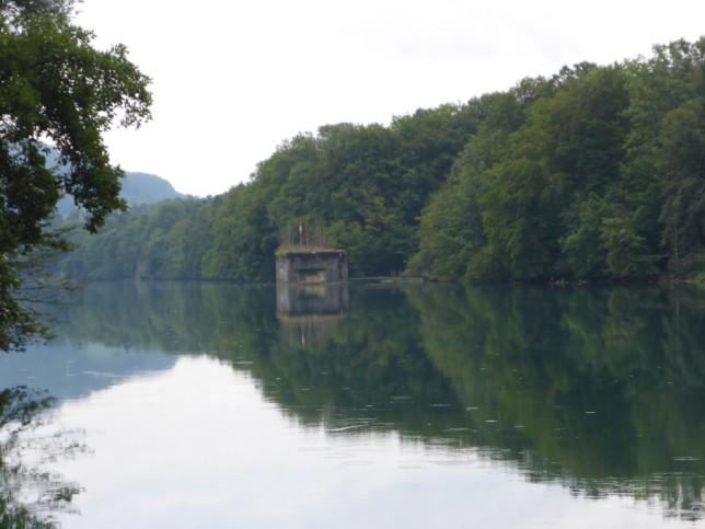 Rhein mit schweizer Grenzbefestigung bei Hohentengen (Bild: Klaus Dapp)