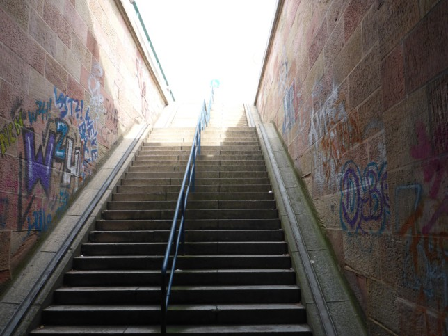 Treppe auf dem Radweg über den Rhein (Bild: Klaus Dapp)