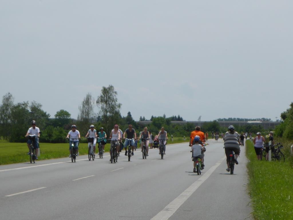 """Bundesstraße B44 am Aktionstag """"Der Kreis rollt"""" (Bild: Klaus Dapp)"""