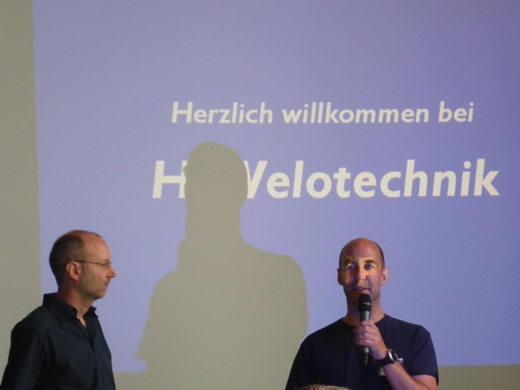 Paul Hollands und Daniel Pulvermüller (H und P) eröffnen den Tag der offenen Tür (Bild: Klaus Dapp)