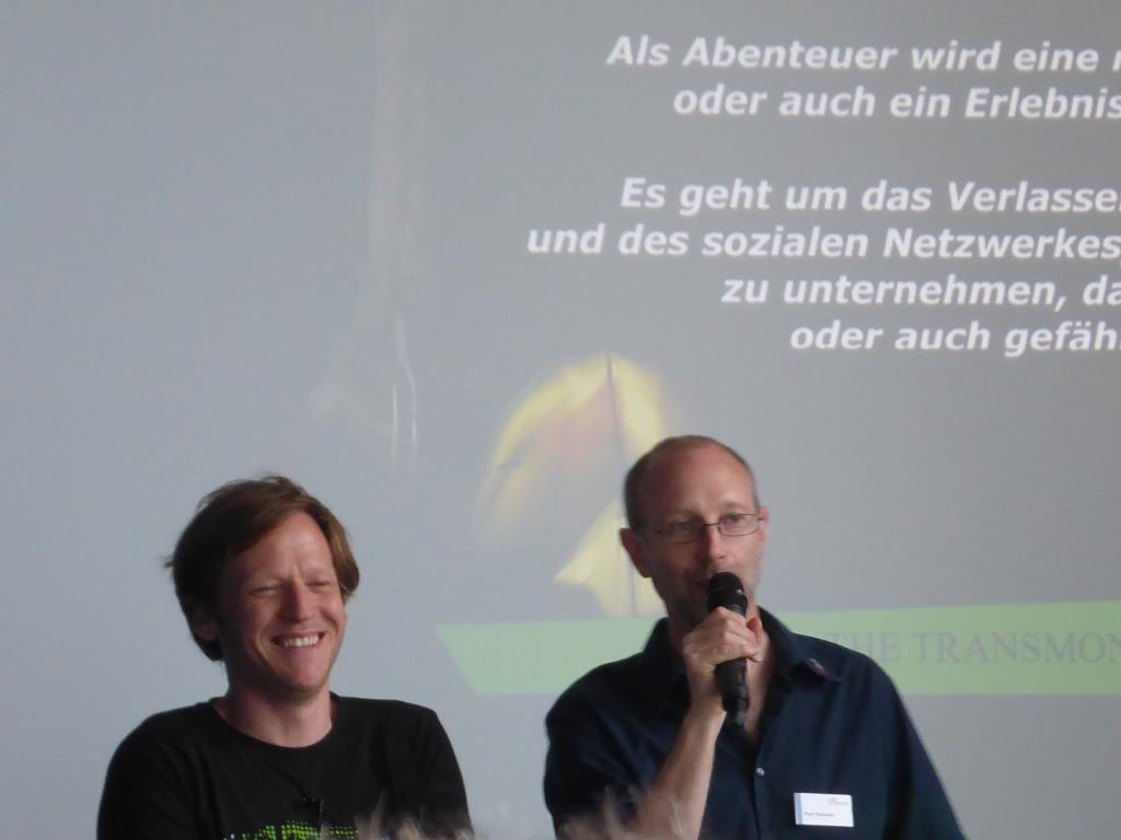 Paul Hollants (rechts) weist in seiner Vorstellung von Matthias Ramsel (links) auch darauf hin, dass Kiten nicht als bestimmungsgemäßer Gebrauch im Rahmen der Garantie gilt (Bild: Klaus Dapp)