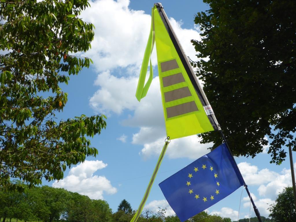 Europafähnchen an meinem Wimpel (Bild: Klaus Dapp)
