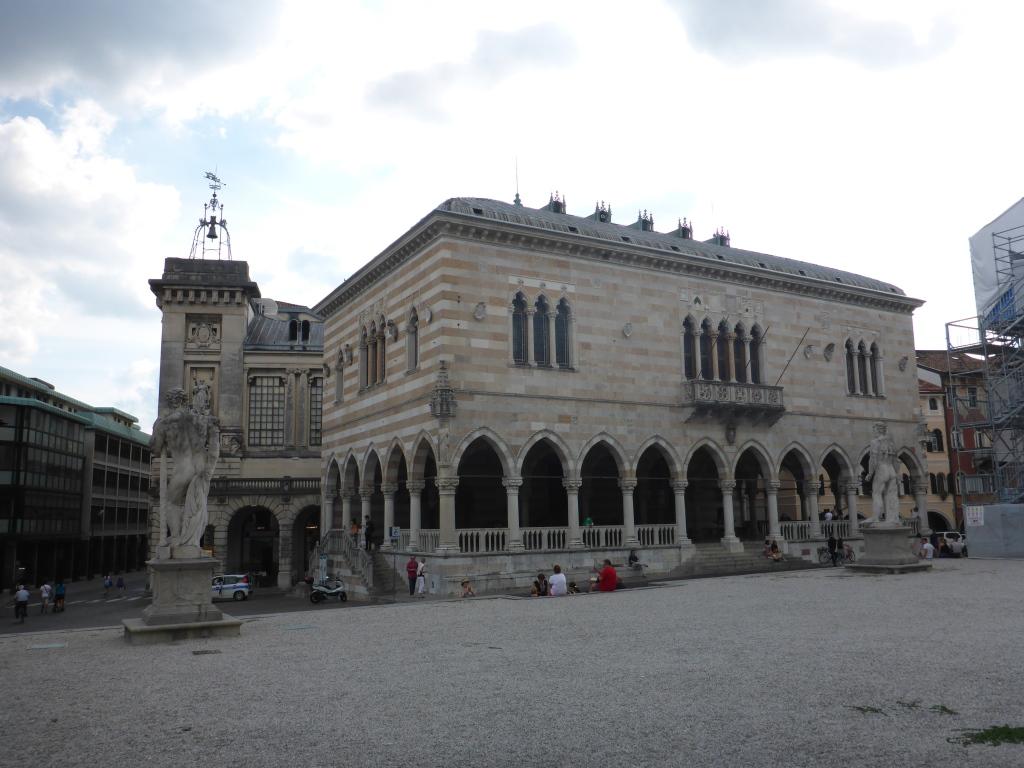 Palazzo in der Innenstadt von Udine (Bild: Klaus Dapp)