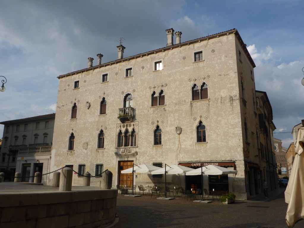 Palast in Udine (Bild: Klaus Dapp)