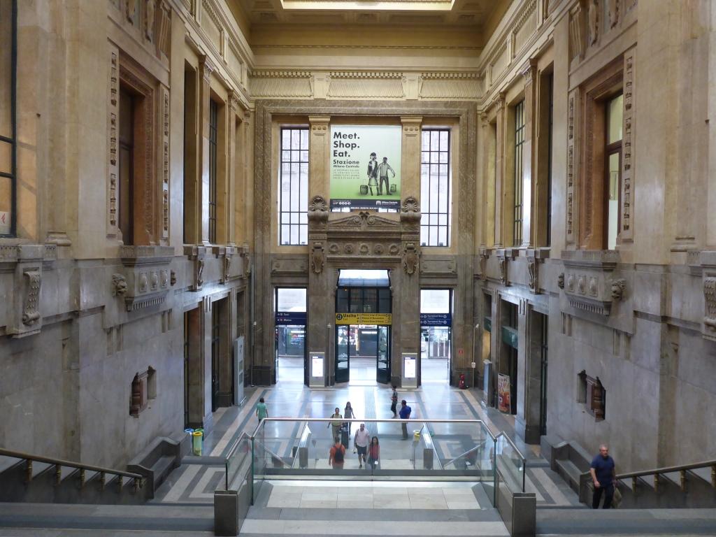 Vorhalle des Mailänder Hauptbahnhofs (Bild: Klaus Dapp)