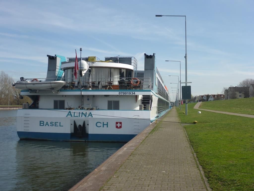 Fluss-Kreuzfahrtschiff auf dem Main (Bild: Klaus Dapp)