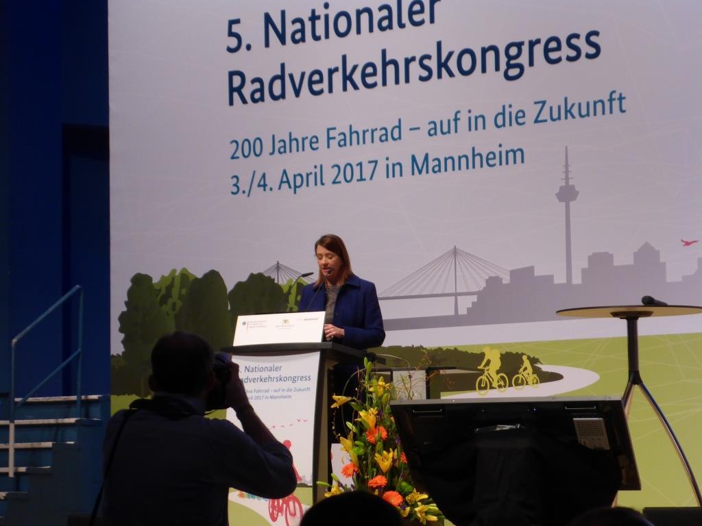 Leah Treat, Director of Transportation in Portland/Oregon beim Nationalen Radkongress am 3. April 2017 in Mannheim (Bild: Klaus Dapp)