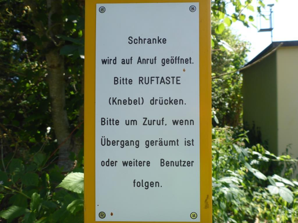 """""""Bettelbahnübergang"""" - aber nachdem die Züge durch waren, durfte ich sofort durch (Bild: Klaus Dapp)"""