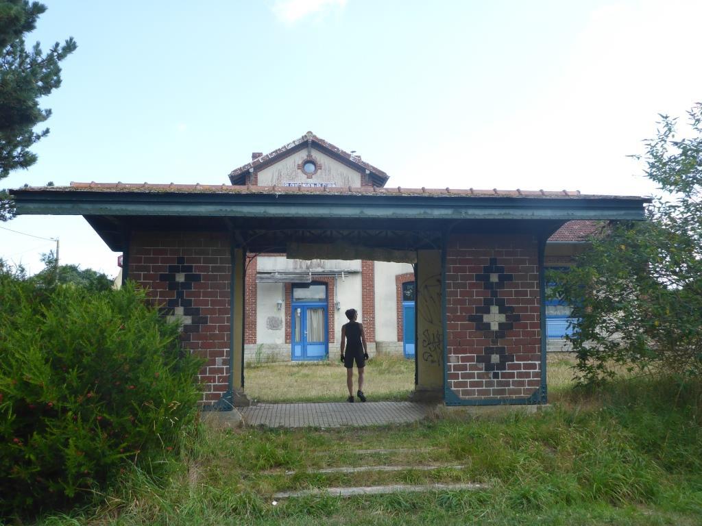 Ehemalige Wartehalle an der aufgegebenen Bahnstrecke (Bild: Klaus Dapp)