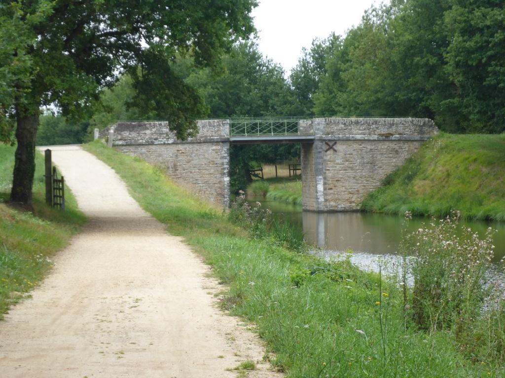 Brücke über den Kanal Nantes-Brest (Bild: Klaus Dapp)