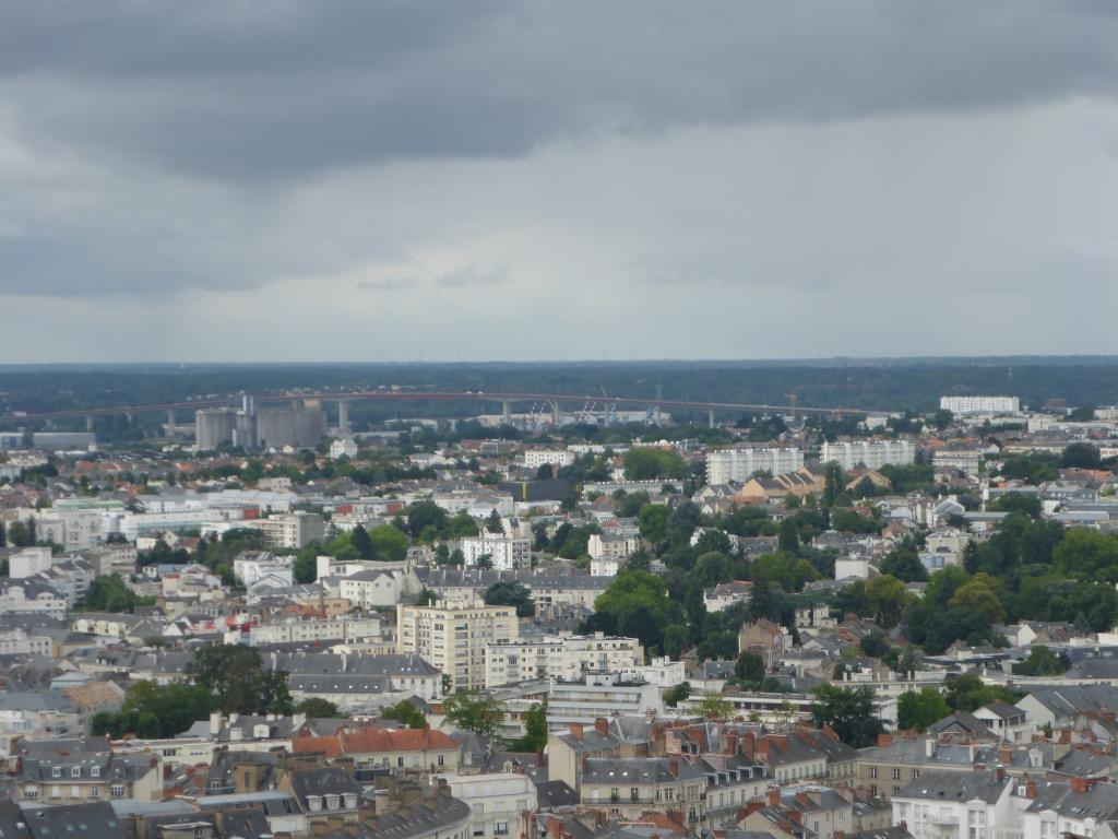 Blick Richtung Hochbrücke über die Loire (Bild: Klaus Dapp)