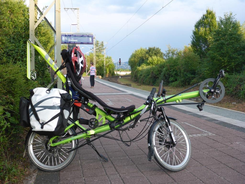 Grasshopper im Bahnhof Appenweier vor der Abfahrt nach Kehl (Bild: Klaus Dapp)