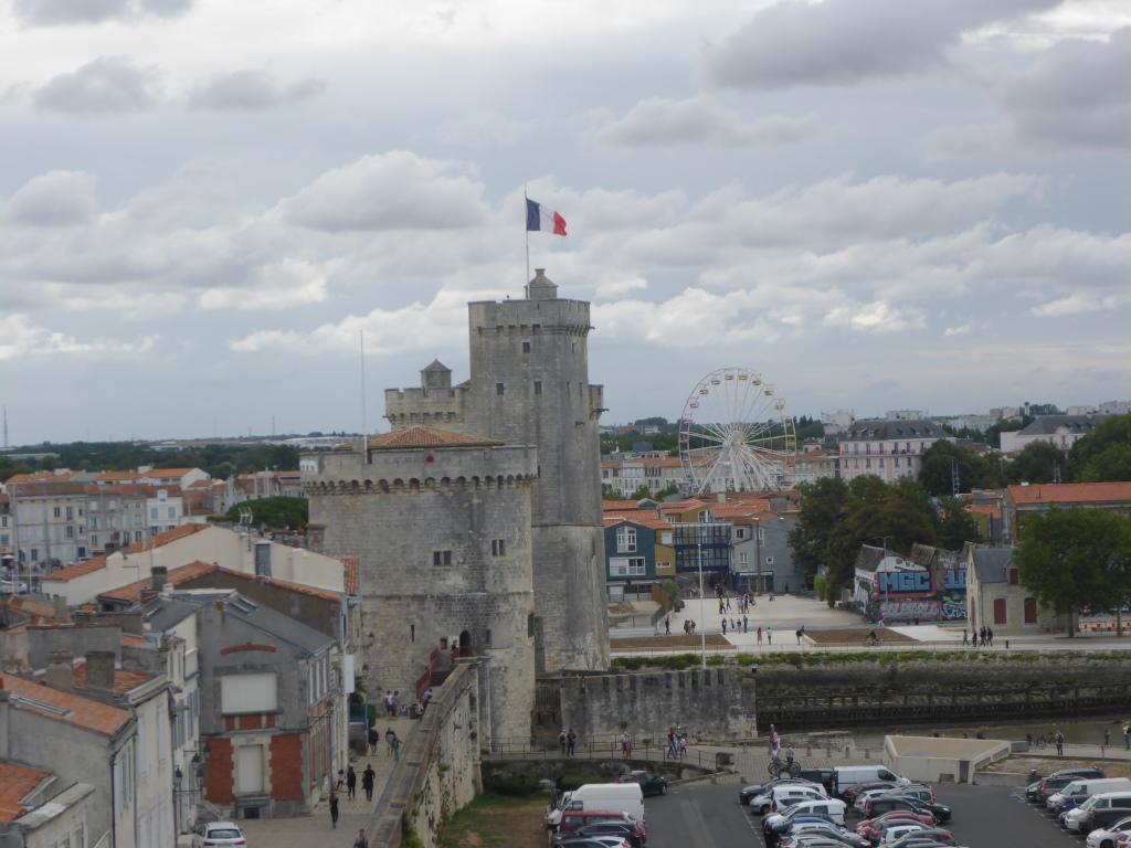 Türme der Hafenbefestigung Tour de la Chaine und Tour St.-Nicolas (Bild: Klaus Dapp)