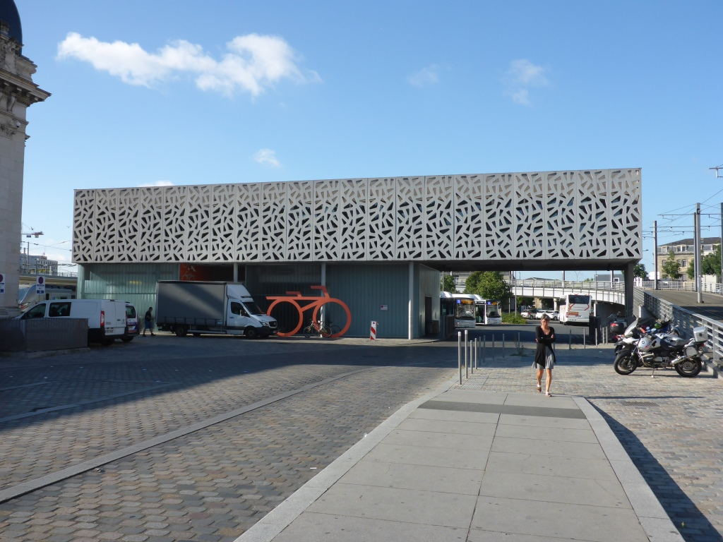 Fahrradparkhaus am Bahnhof Saint-Jean (Bild: Klaus Dapp)