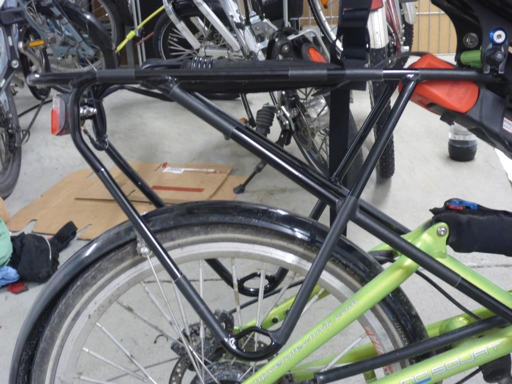 Der neu montierte Gepäckträger (Bild: Klaus Dapp)