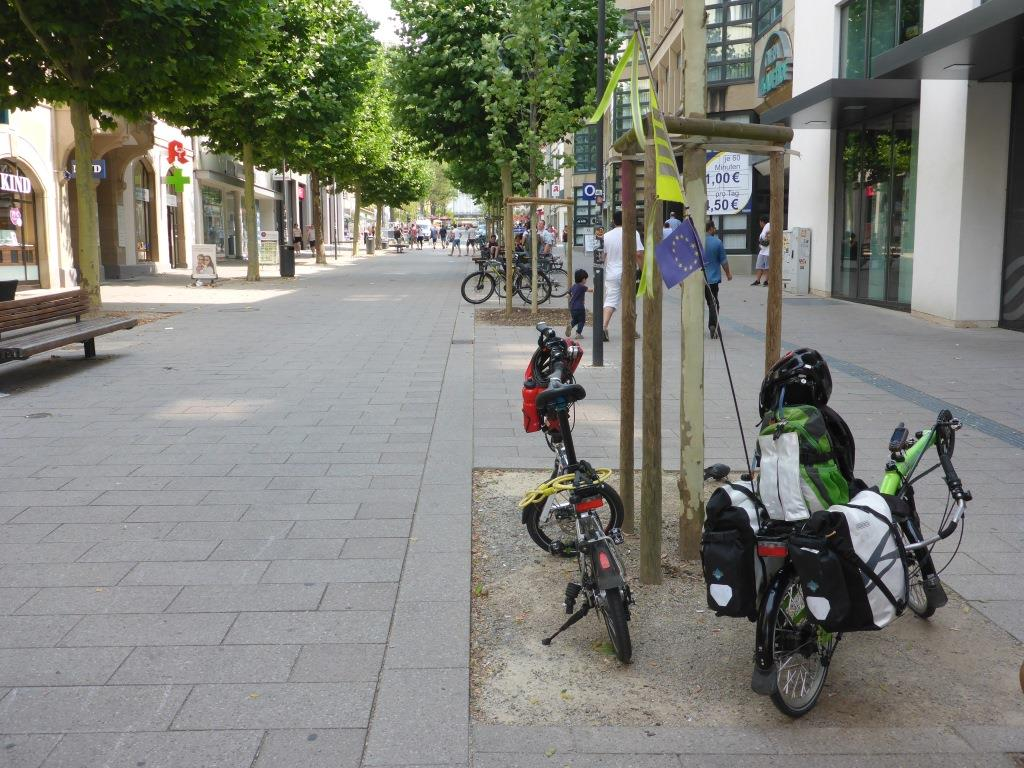Ein ungewohnter Anblick: Grasshopper in der Fußgängerzone in Fulda (Bild: Klaus Dapp)