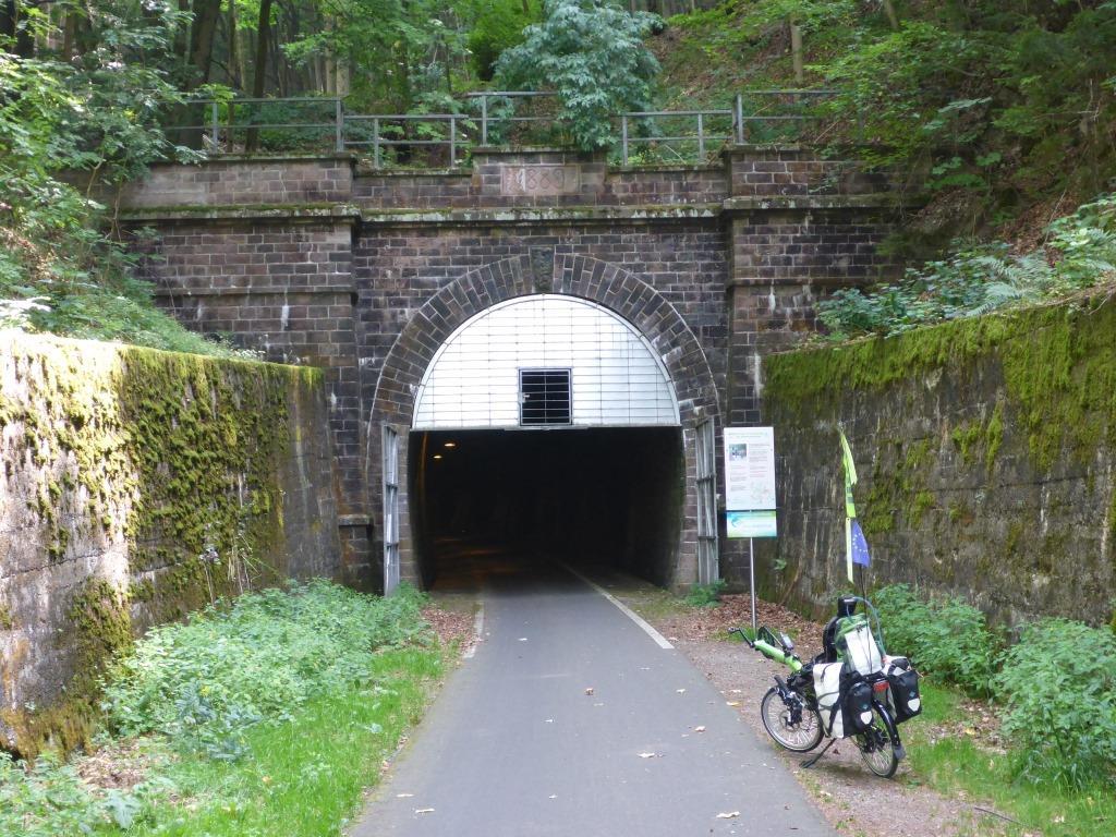 Eingangsportal des Milseburg-Tunnels (Bild: Klaus Dapp)