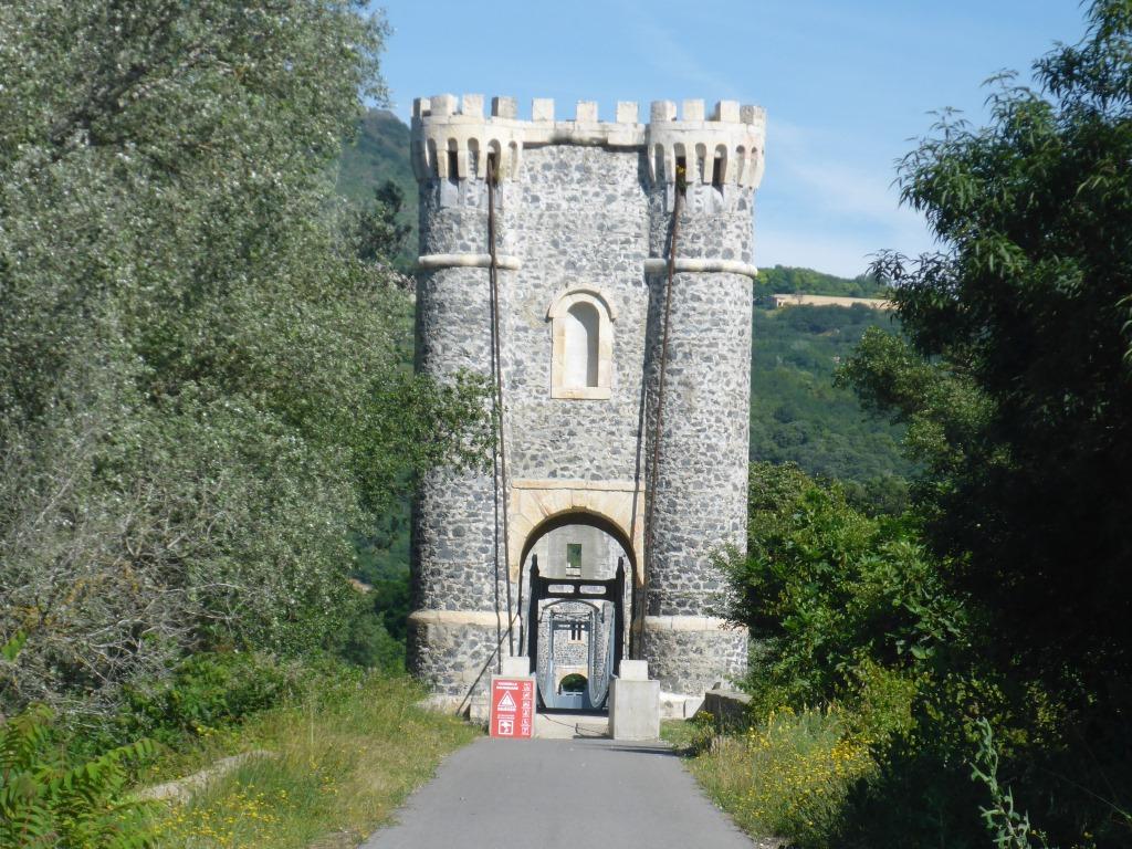 Portal der Radbrücke über die Rhone bei Rochemaure (Bild: Klaus Dapp)
