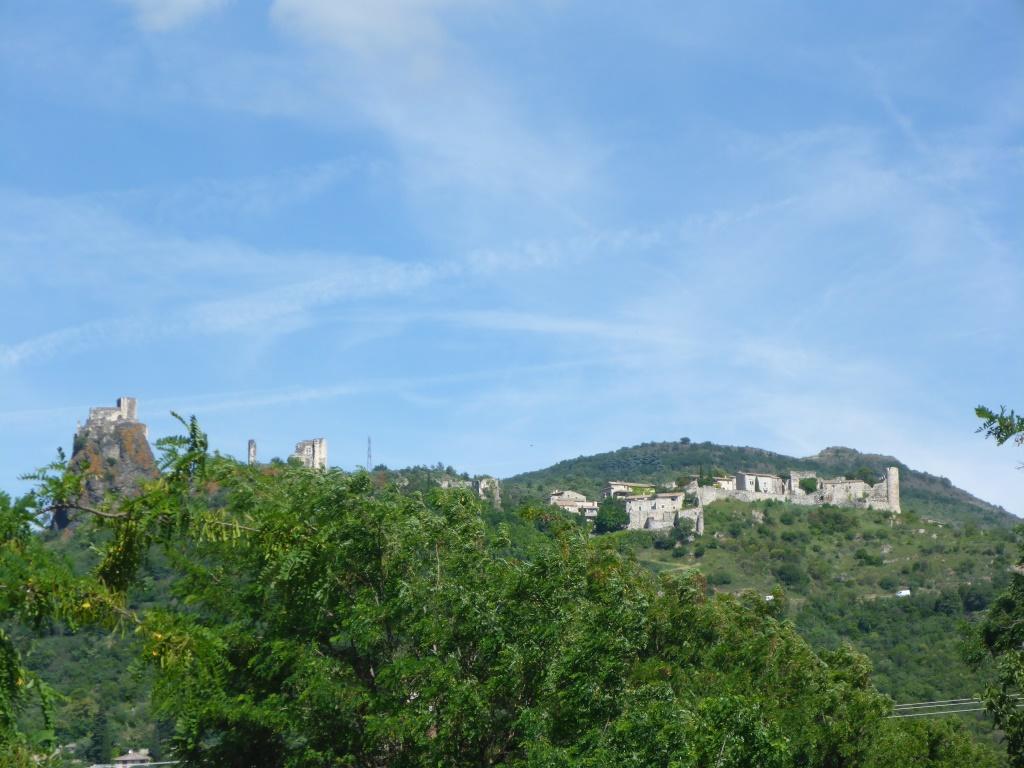 Blick auf die Burganlage von Rochemaure (Bild: Klaus Dapp)