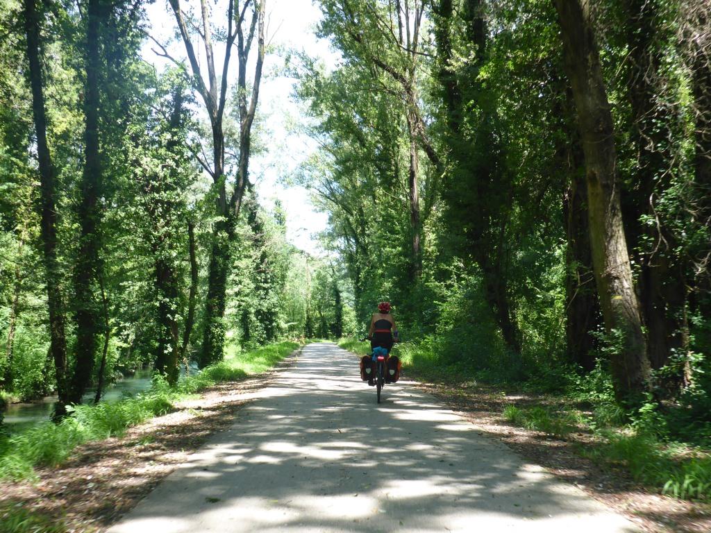 Gut ausgebauter Radweg bei Le Pouzin (Bild: Klaus Dapp)