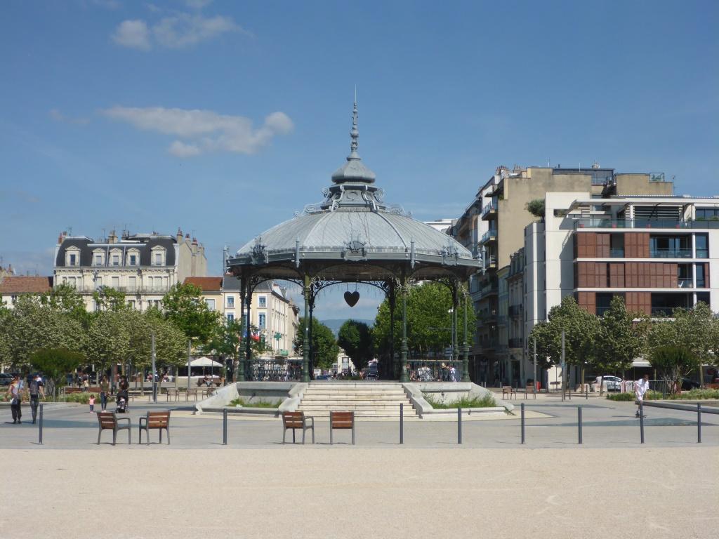 Esplanade du Champ de Mars - neu gestaltete Innenstadt von Valence (Bild: Klaus Dapp)