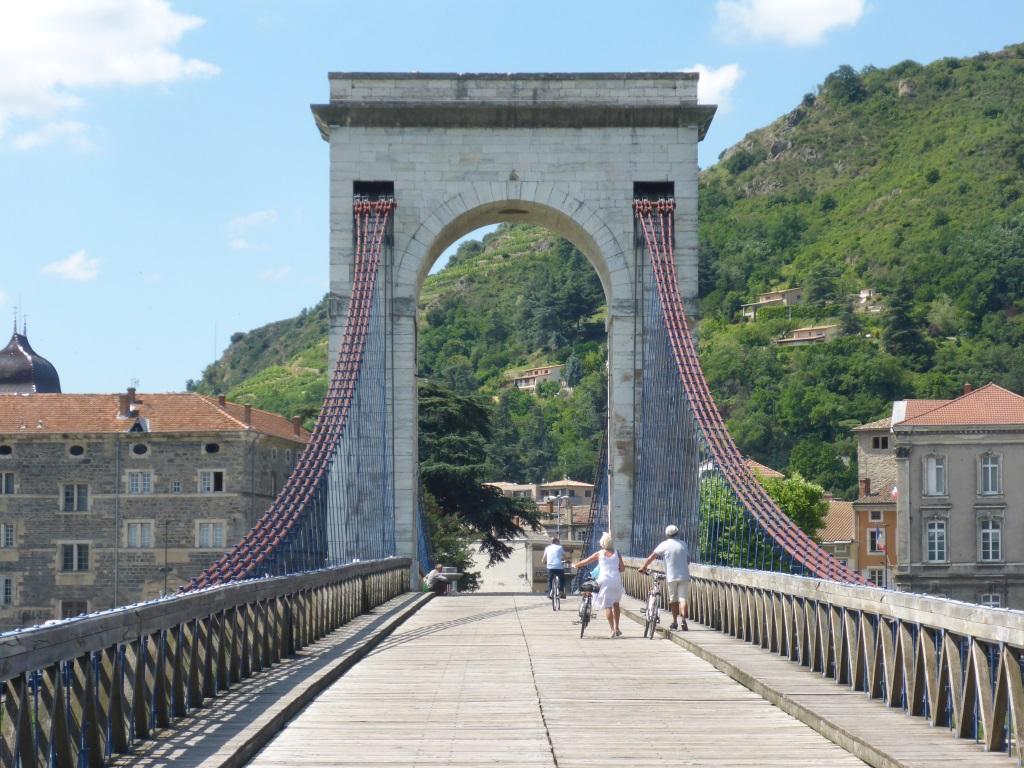 Brücke für den Rad- und Fußverkehr in Tain l'Hermitage (Bild: Klaus Dapp)