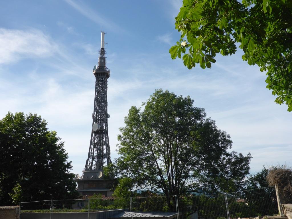 Aussichtsturm im Design des Eifelturms (Bild: Klaus Dapp)