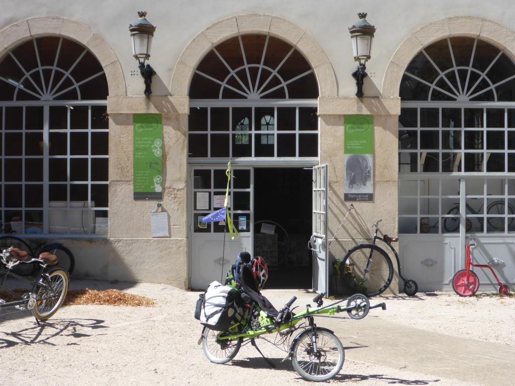 Grasshopper vor dem Fahrradmuseum in Tornus (Bild: Klaus Dapp)