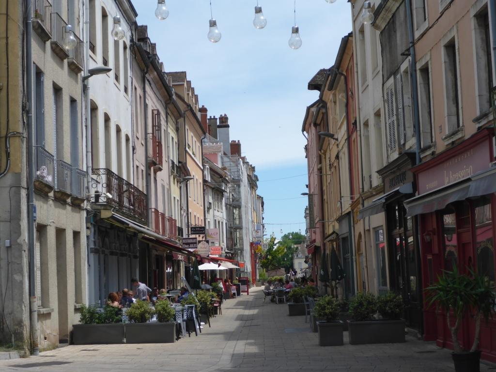 Straße auf der Saône-Insel in Chalon-sur-Saône (Bild: Klaus Dapp)