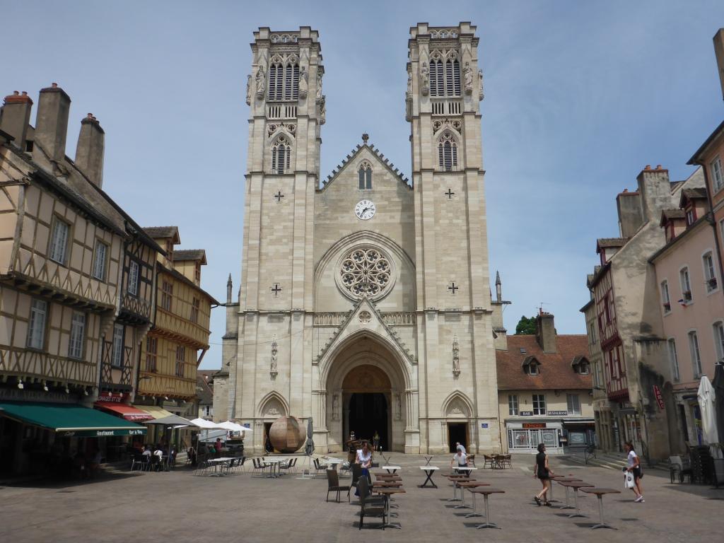 Kathedrale Saint-Vincent in Chalon-sur-Saône über die Saône (Bild: Klaus Dapp)