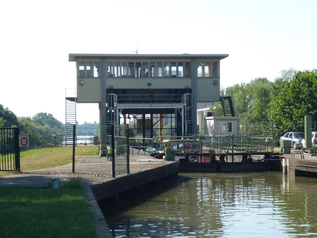 """Querung des Kanals """"du Centre"""" am Ortsrand von Chalon-sur-Saône (Bild: Klaus Dapp)"""