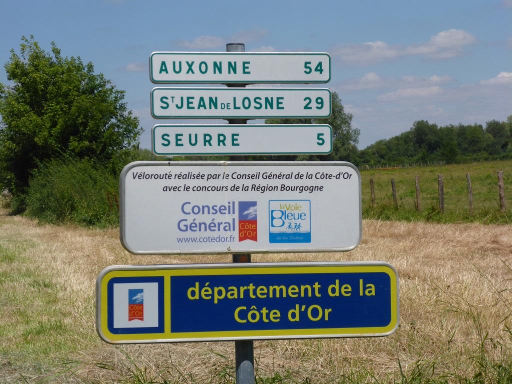 Wegweiser an der Departementsgrenze (Bild: Klaus Dapp)