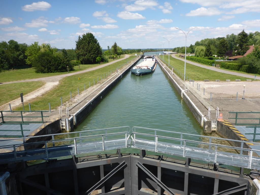 Schleuse in den Schifffahrtskanal bei Seurre (Bild: Klaus Dapp)