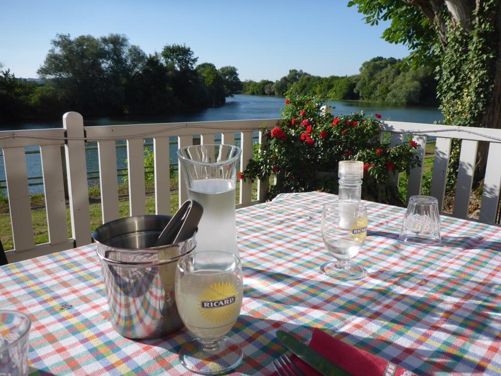 Abendessen mit Blick auf die Saône in Lechâtelet (Bild: Klaus Dapp) (Bild: Klaus Dapp)