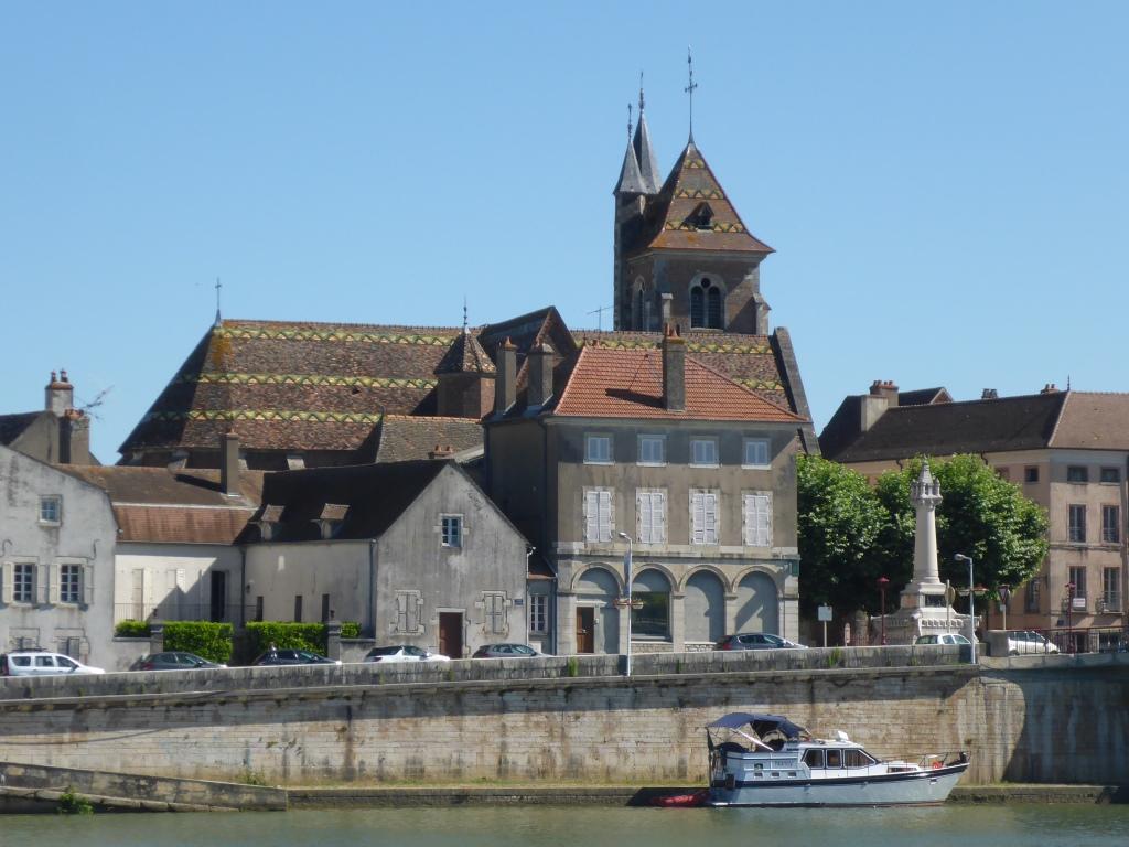 Schiffahrtskirche Saint-Jean-Baptiste in Saint-Jean-De-Losne (Bild: Klaus Dapp)