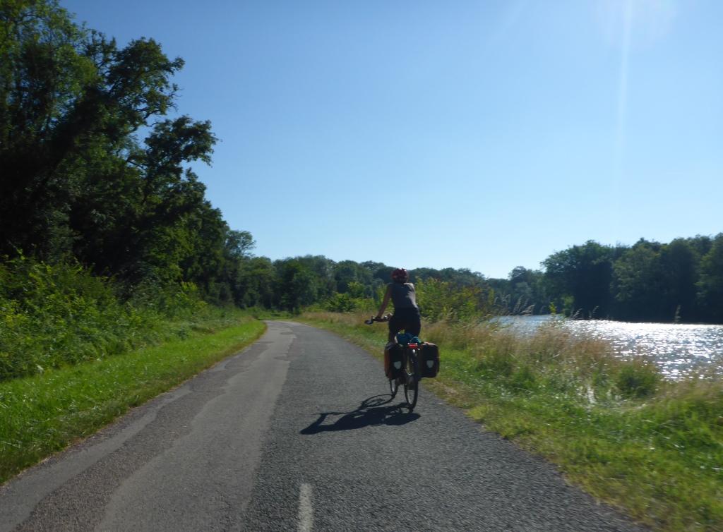 Weg an der Saône bis zur Abzweigung nach Talmay (Bild: Klaus Dapp)